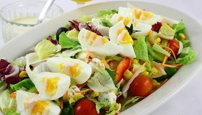 яйца в салате